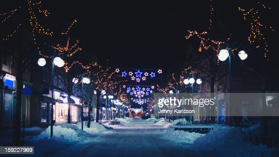 Snowy shopping street with Christmas lights : Foto de stock