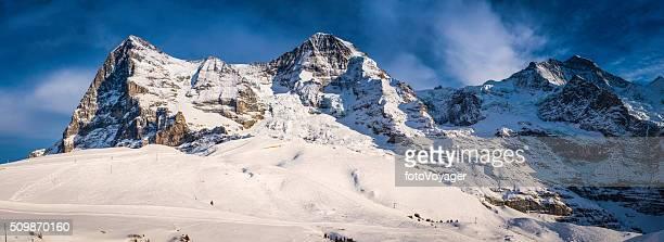 雪深い冬の山の山頂パノラマアイガー 北 顔 スイスアルプス
