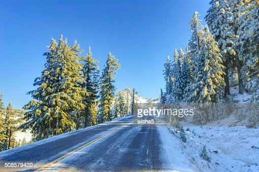 Snowy winter road : Stockfoto