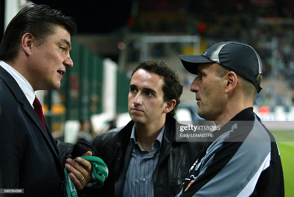 Soccer 20042005 French National Championship L1 Saint Etienne vs Bordeaux David Douillet French Judo Olympic champion chats to Saint Etienne coach...