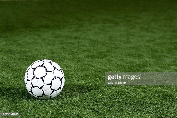 Bola de Futebol no Campo Desportivo