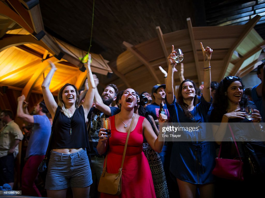 Soccer fans react as the U.S. plays a World Cup Group G match against Portugal at Kinfolk bar June 22, 2014 in the Brooklyn borough of New York City. Portugal tied the game at 2-2 with seconds remaining.