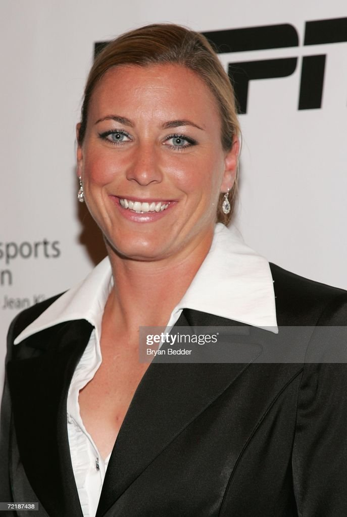 Abby Wambach Nude Photos 20