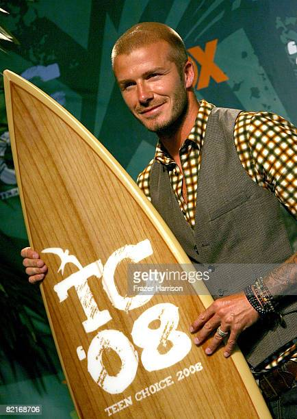 Soccer player David Beckham poses with his Choice Male Athlete award during the 2008 Teen Choice Awards at Gibson Amphitheater on August 3 2008 in...