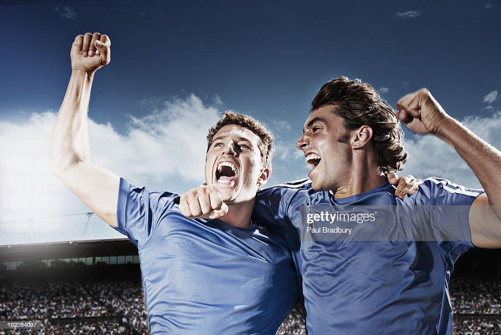 Soccer players cheering : Stockfoto