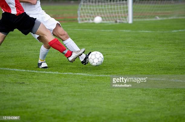 Fußball Spieler Kampf um die Kontrolle über den ball