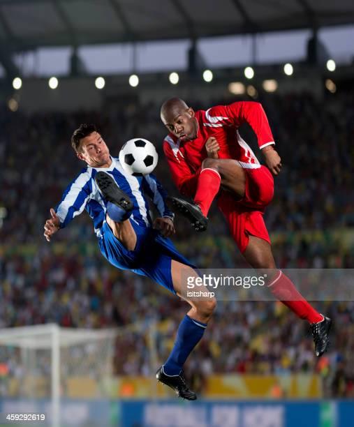 Jogadores de futebol em ação