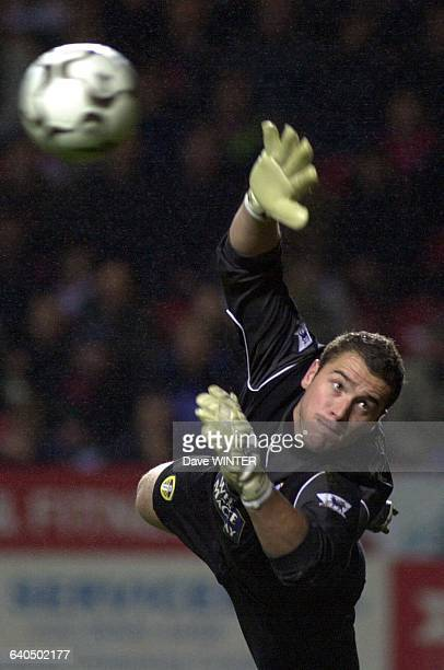 FA Soccer Premiership Season 20032004 Charlton Athletic vs Leeds United Goalkeeper Paul Robinson Championnat d'Angleterre de Football Premiere Ligue...