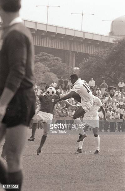 Soccer US Cup of Champions Santos FC Pele in action vs SL Benfica at Randall's Island New York NY 8/21/1966