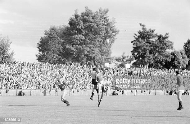 Soccer World Cup 1954 In Switzerland En Suisse en 1954 à l'occasion de la Coupe du Monde de Football dans un stade lors d'un match des joueurs de...