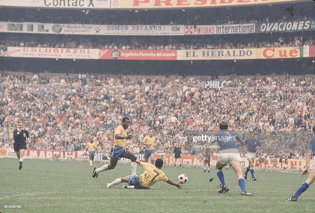 World Cup, BRA Pele in action vs ITA, Mexico City, MEX 6/21/1970