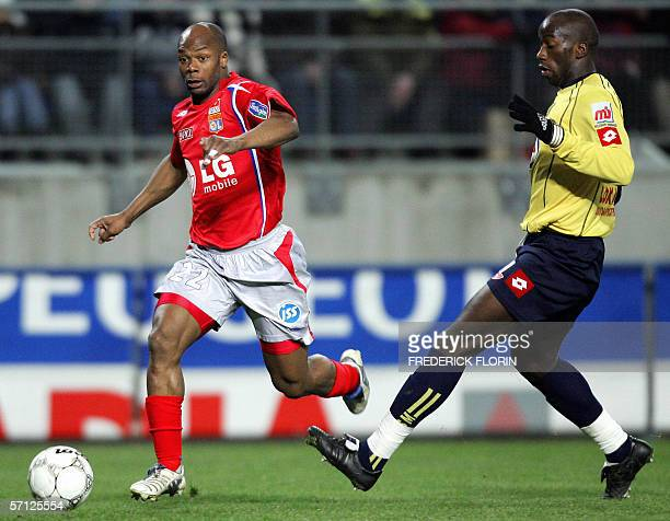 Lyon's French forward Sylvain Wiltord vies with Sochaux's Senegalese defender Souleymane Diawara during their French L1 football match 18 March 2006...