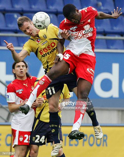 Sochaux's midfielder Philippe Brunel and Monaco's forward Yaya Toure fight for the ball during their French L1 football match Sochaux vs Monaco 09...