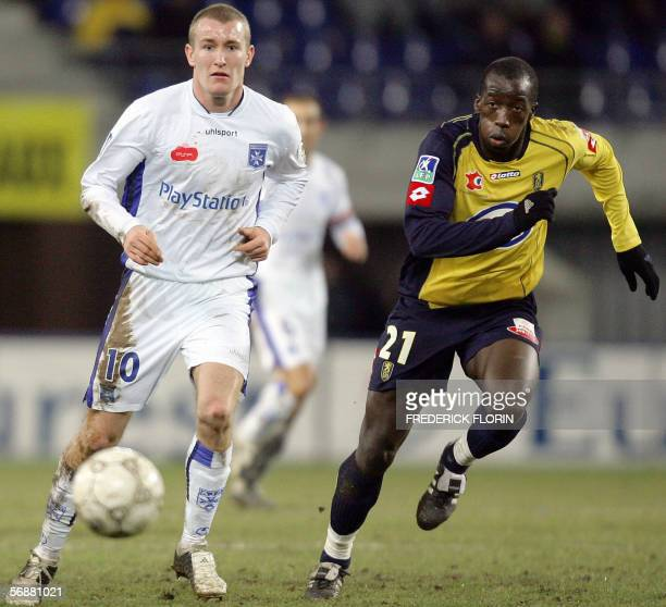Sochaux's Senegalese defender Souleymane Diawara vies with Auxerre's Danish Thomas Kahlenberg during their French L1 football match 18 February 2006...
