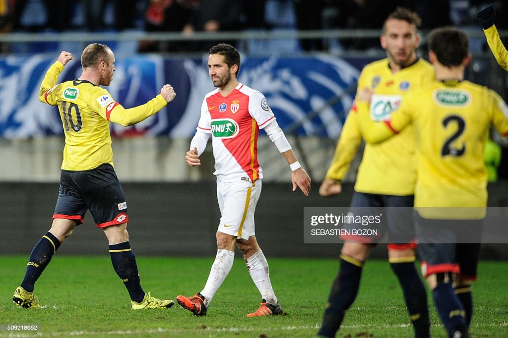 Sochaux' French midfielder Florian Martin (L) jubilates in front of Monaco's Portuguese midfielder Joao Moutinho (C), at the end of the French cup round of 8 football match between Sochaux (FCSM) and Monaco (ASM) at the Auguste Bonal Stadium in Montbeliard, on February 9, 2016. / AFP / SEBASTIEN BOZON