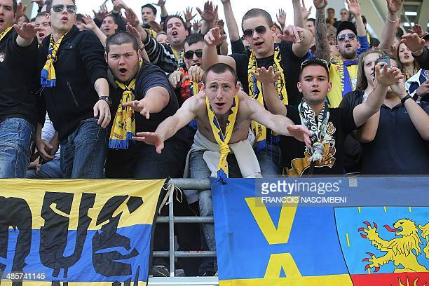 Sochaux' supporters cheer before the French Ligue 1 football match between Stade de Reims and FC SochauxMontbéliard on April 20 2014 at the Auguste...