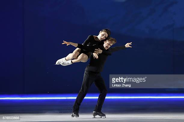 Sochi Olympic Gold Ice Dancing Champions Meryl Davis and Charlie White of United States performs during the 2016 'Amazing on Ice' at Capital Indoor...