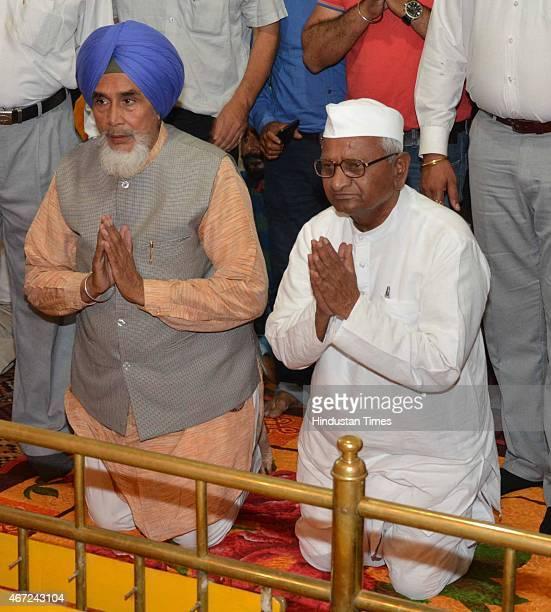 Social activist Anna Hazare and AAP Punjab convener Sucha Singh Chhotepur paying obeisance at a Gurudwara Baba Namdev Ji in Ghoman in district...