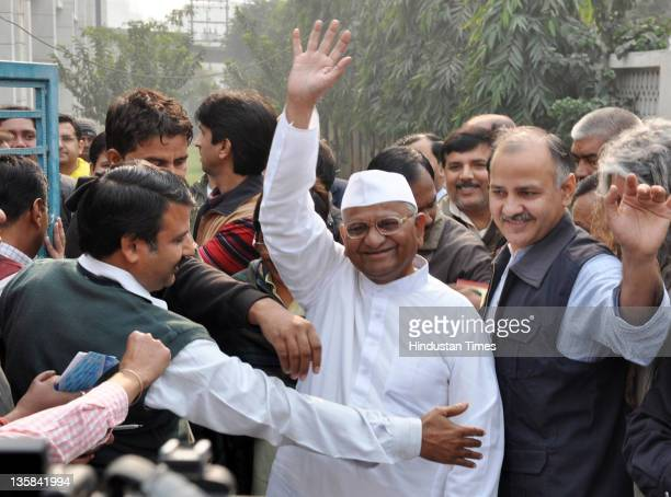 Social Activist Anna Hazare and his team members including Kiran Bedi Arvind Kejriwal and Manish Shishodiya visited Mewar Institute in Ghaziabad...