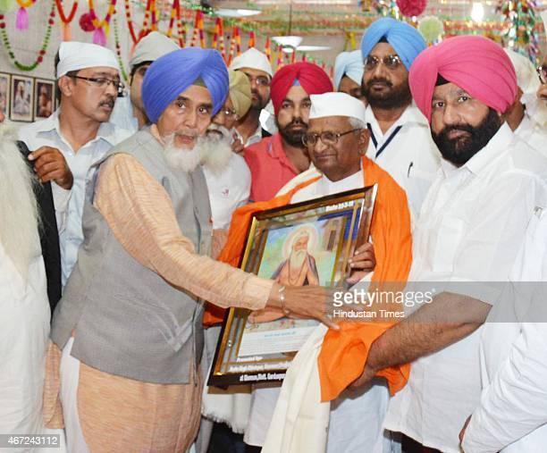 Social activist Anna Hazare being honored by AAP Punjab convener Sucha Singh Chhotepur after paying obeisance at a Gurudwara Baba Namdev Ji in Ghoman...