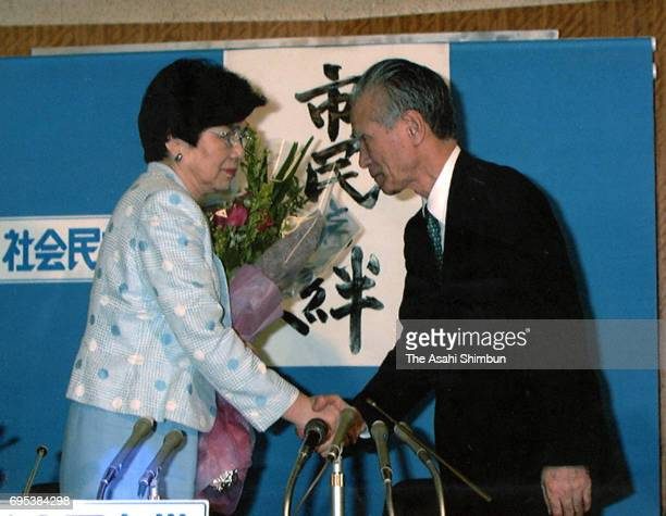Social Democratic Party new leader Takako Doi and outgoing leader Tomiichi Murayama shake hands during a press conference at the party headquarters...