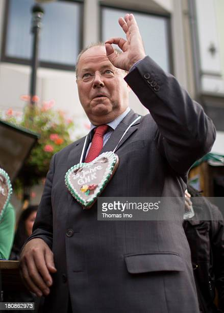 Social Democrats chancellor candidate Peer Steinbrueck received a gingerbread heart as a gift during his visit on the summer festival of the 'Grossen...