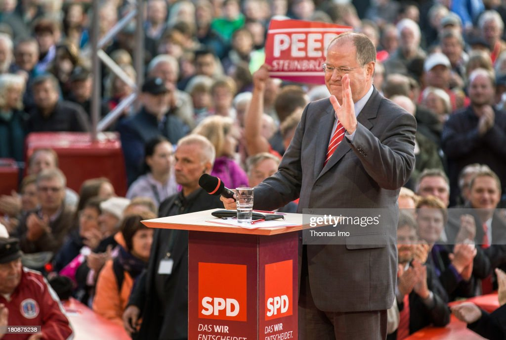 Social Democrats (SPD) chancellor candidate <a gi-track='captionPersonalityLinkClicked' href=/galleries/search?phrase=Peer+Steinbrueck&family=editorial&specificpeople=209110 ng-click='$event.stopPropagation()'>Peer Steinbrueck</a> smiles during a election campaign on September 16, 2013 in Emden, Germany. Germany is facing federal elections scheduled for September 22 and a wide spectrum of political parties is vying for votes.