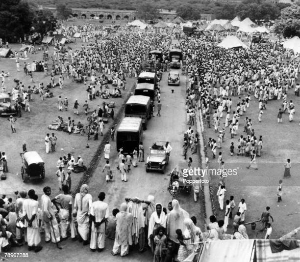 September 1947 Moslems waiting to leave for Pakistan as they seek protected transport to Dot Purana Qila an ancient fort in Pakistan where many...