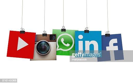 ソーシャルメディアのアイコン上にぶら下がる紐