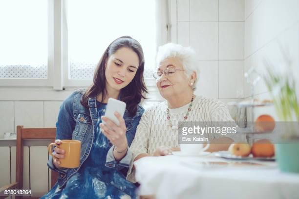 Sozialarbeiter ist Sie eine ältere Frau