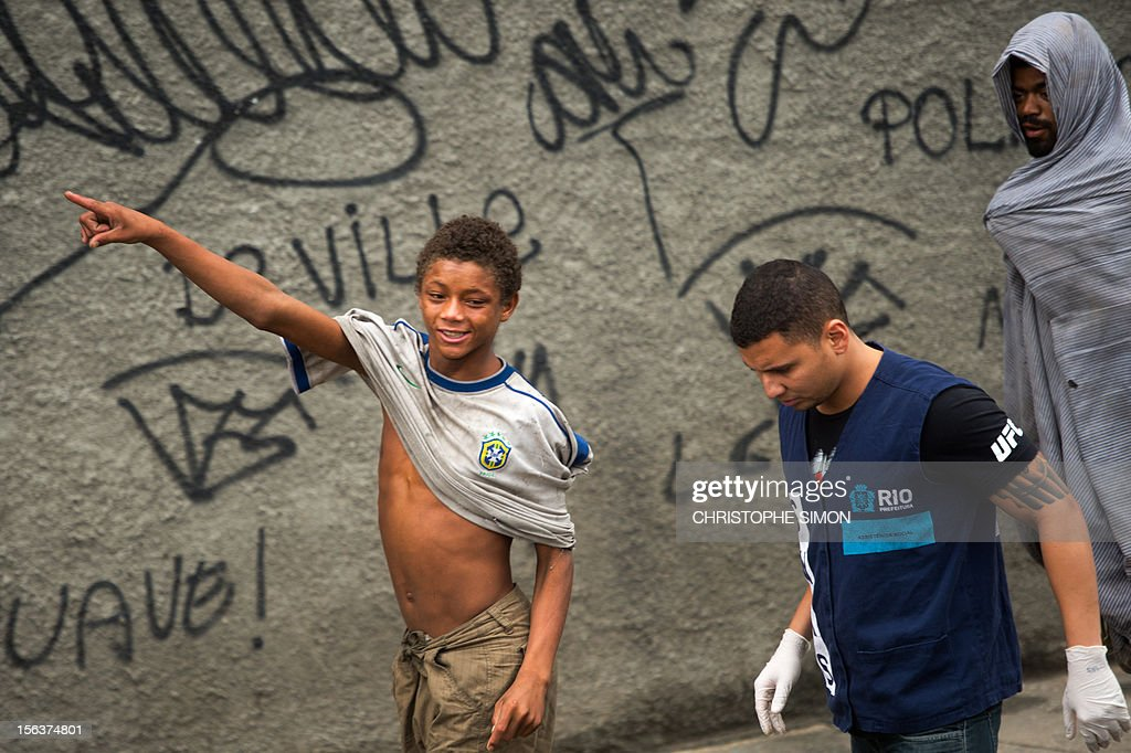 A social worker listens to a crack addict during an operation to take addicts out from the streets, in the surroundings of Parque Uniao slum in Rio de Janeiro, Brazil, on November 14, 2012.