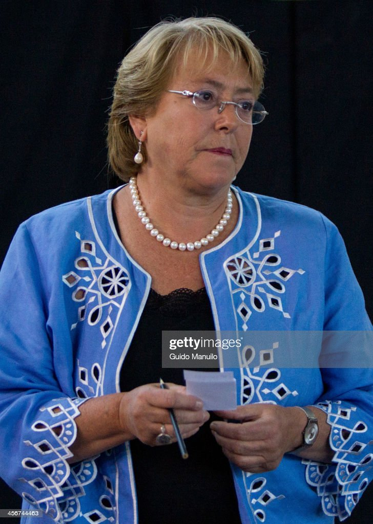 Socialist candidate <a gi-track='captionPersonalityLinkClicked' href=/galleries/search?phrase=Michelle+Bachelet&family=editorial&specificpeople=547978 ng-click='$event.stopPropagation()'>Michelle Bachelet</a> votes during the presidential ballotage in Chile between her and evelyn Matthei at Enrique Teresiano de Ossó school on December 15, 2013 in Santiago, Chile.