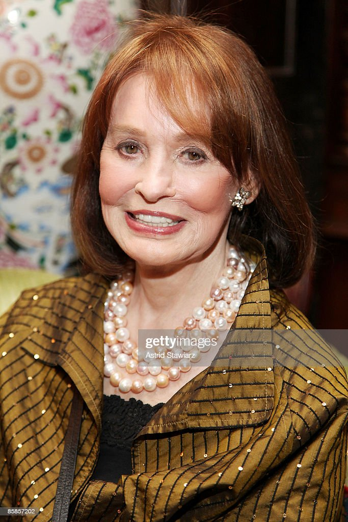 Socialite and artist <a gi-track='captionPersonalityLinkClicked' href=/galleries/search?phrase=Gloria+Vanderbilt+-+Fashion+Designer&family=editorial&specificpeople=214786 ng-click='$event.stopPropagation()'>Gloria Vanderbilt</a> attends the The National Arts Club's Literary Committee Honoring Joyce Carol Oates held at The National Arts Club on April 7, 2009 in New York City.