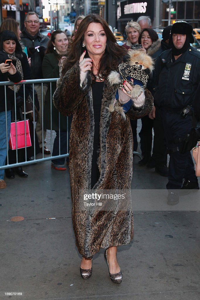 Socialite <a gi-track='captionPersonalityLinkClicked' href=/galleries/search?phrase=Lisa+Vanderpump&family=editorial&specificpeople=6834933 ng-click='$event.stopPropagation()'>Lisa Vanderpump</a> and Pomeranian Giggy Vanderpump visit ABC News' 'Good Morning America' Times Square Studio on January 7, 2013 in New York City.