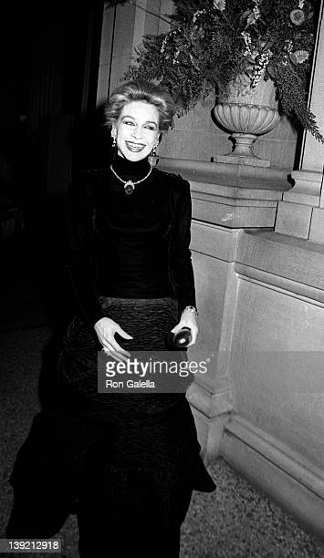 Socialite Lynn Wyatt attends Diana Vreeland Costume Exhibition 'Man and the Horse' on December 3 1984 at the Metropolitan Museum of Art in New York...