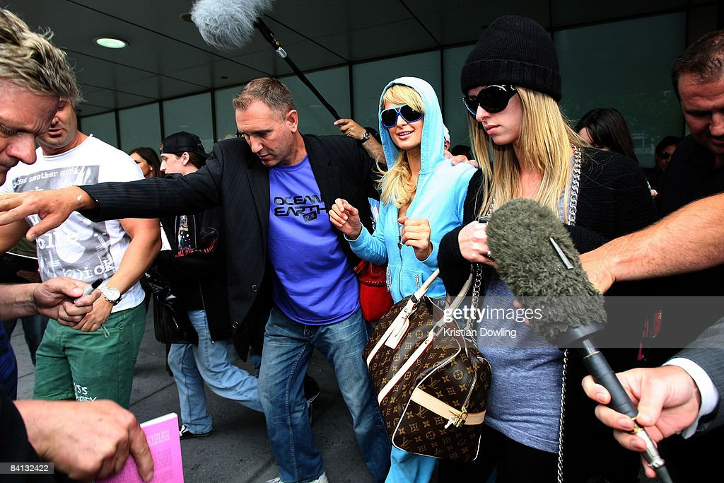 Socialite Paris Hilton is seen arriving at Melbourne Airport on December 29, 2008 in Melbourne, Australia.