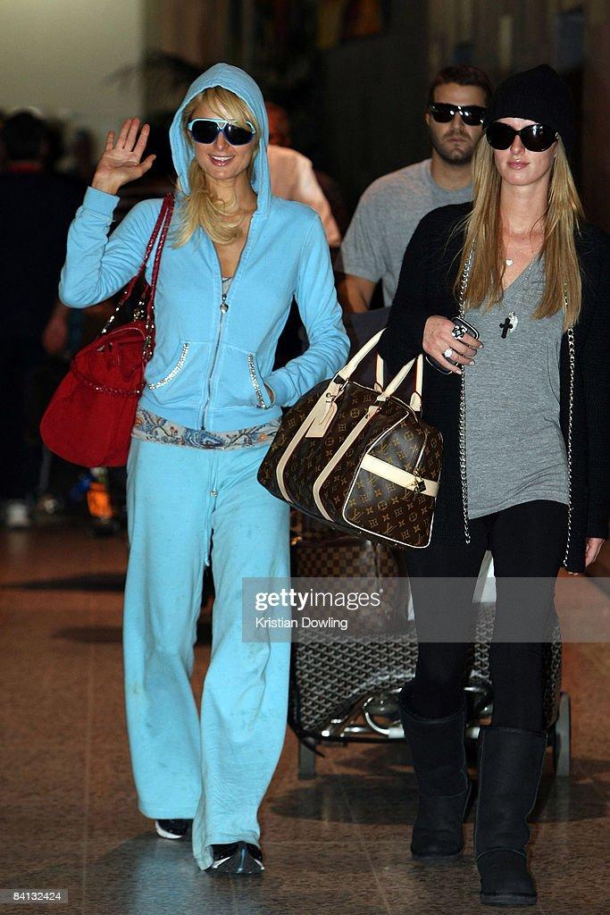 Socialite Paris Hilton waves as she arrives at Melbourne Airport on December 29 2008 in Melbourne Australia