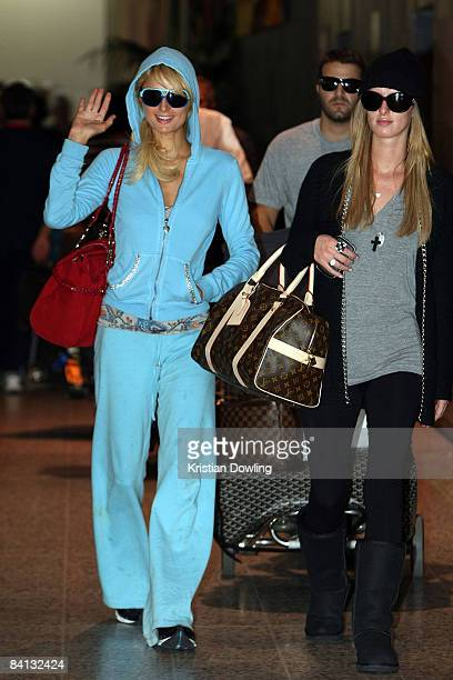 Socialite Paris Hilton waves as she arrives at Melbourne Airport on December 29 2008 in Melbourne Australia