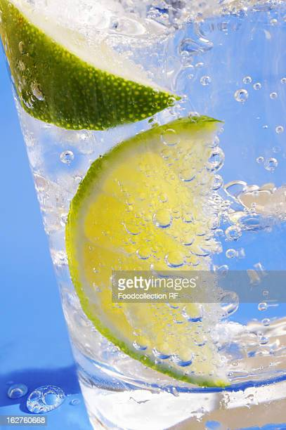 Soda water with lemon and ice