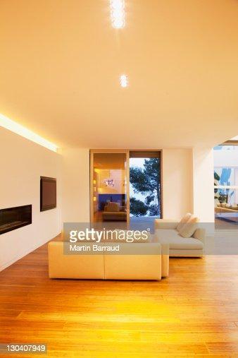 Canap s dans la salle de s jour moderne photo getty images for La salle de sejour