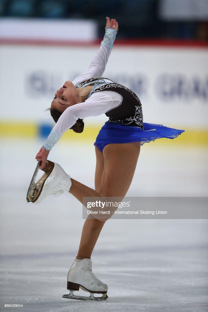 Софья Самодурова - Страница 2 Sofia-samodurova-of-russia-performs-in-the-junior-ladies-short-day-picture-id855420044