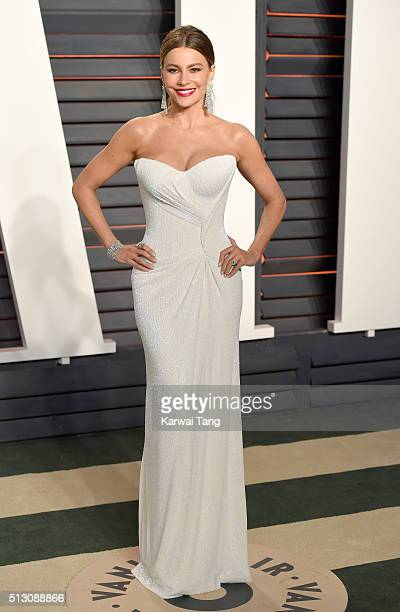 Sofia Vergara attends the 2016 Vanity Fair Oscar Party Hosted By Graydon Carter at Wallis Annenberg Center for the Performing Arts on February 28...