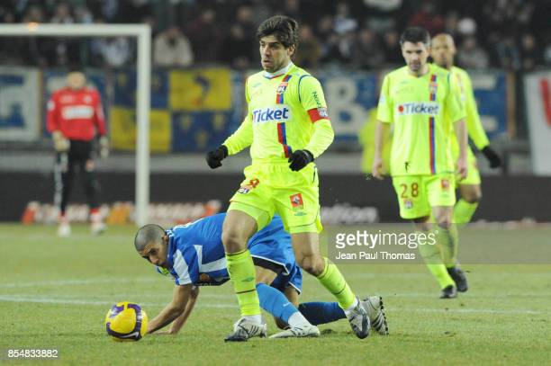 JUNINHO Sofiane FEGHOULI Grenoble / Lyon 21eme journee de Ligue 1