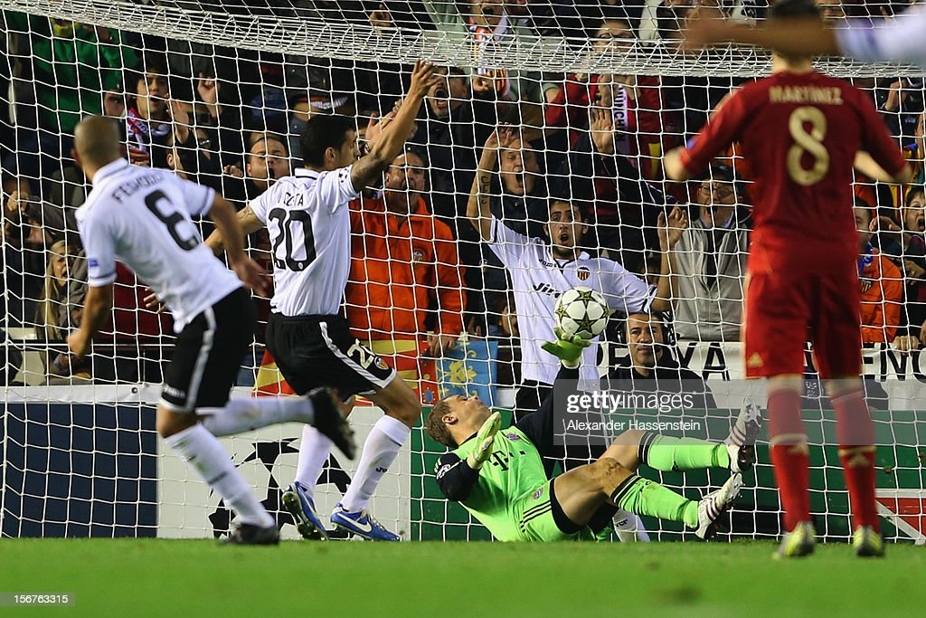 Sofiane Feghouli (L) of Valencia scores the opening goal against Manuel Neuer, keeper of Muenchen during the UEFA Champions League group F match between Valencia FC and FC Bayern Muenchen at Estadio Mestalla on November 20, 2012 in Valencia, Spain.