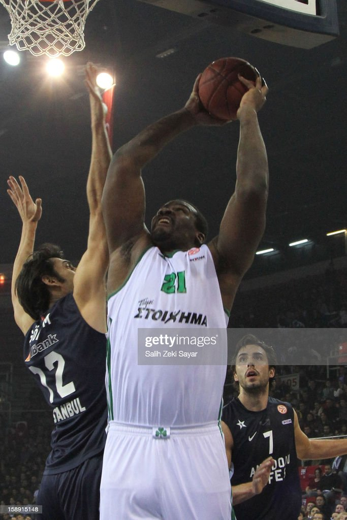 Sofoklis Schortsanitis #21 of Panathinaikos Athens competes with <a gi-track='captionPersonalityLinkClicked' href=/galleries/search?phrase=Sasha+Vujacic&family=editorial&specificpeople=210542 ng-click='$event.stopPropagation()'>Sasha Vujacic</a> #7 and Kerem Gonlum #12 of Anadolu Efes during the 2012-2013 Turkish Airlines Euroleague Top 16 Date 2 between Anadolu EFES Istanbul v Panathinaikos Athens at Abdi Ipekci Sports Arena on January 3, 2013 in Istanbul, Turkey.