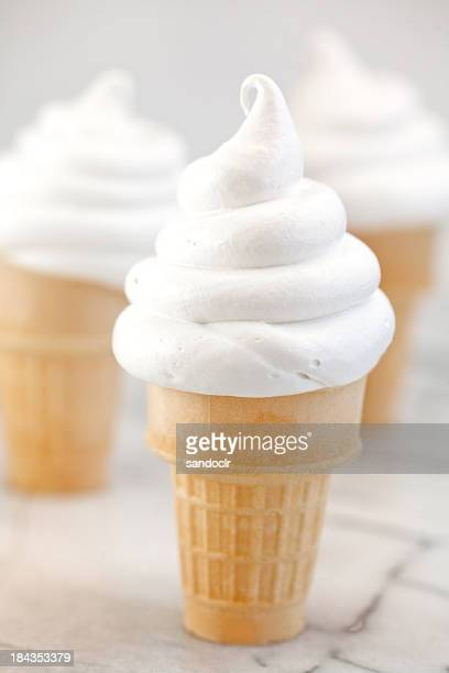 ソフトなバニラアイスクリームコーンズています。