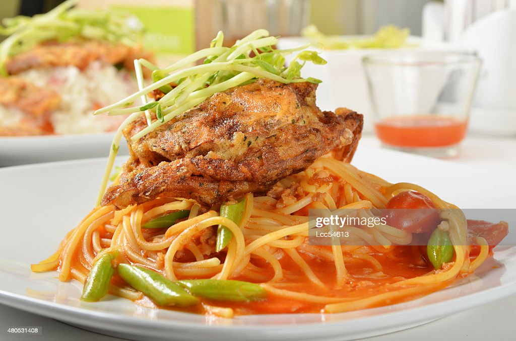 Soft shell crab spaghetti : Bildbanksbilder