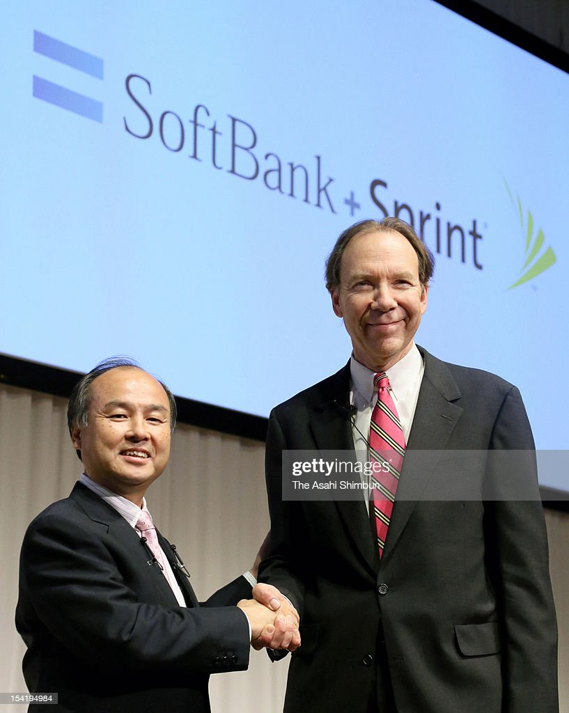 Softbank Corp., chairman and CEO <a gi-track='captionPersonalityLinkClicked' href=/galleries/search?phrase=Masayoshi+Son&family=editorial&specificpeople=632759 ng-click='$event.stopPropagation()'>Masayoshi Son</a> (L) and Sprint Nextel Corp., President and CEO Dan Hesse shake hands during a press conference on October 15, 2012 in Tokyo, Japan. Japan's Softbank announced it will buy a 70 percent stake in the U.S. mobile carrier Sprint Nextel for about $20 billion.
