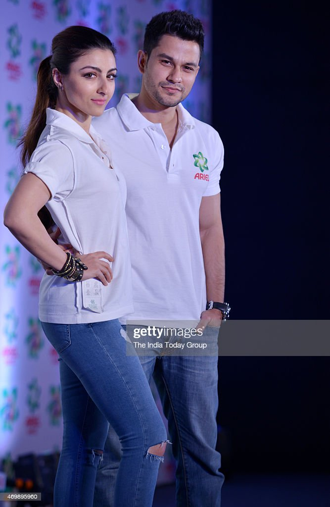 Soha Ali Khan and Kunal Khemu at the launch of a new product by a detergent company
