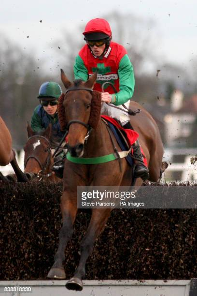 Soixante ridden by jockey Hadden Frost in the Download Racing Post iPhone And Android Apps Handicap Chase
